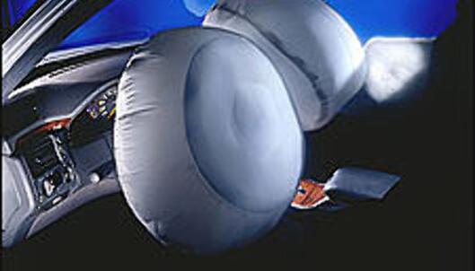 Kollisjonsputer er store og kan være farlige hvis man sitter for nært rattet.