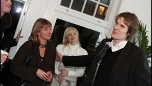 Arkitekt Magne Wiggen (til høyre) har kreert smarte løsninger med utgangspunkt i IKEAs kjøkkenklosser. <i>Foto: Per Ervland</i>