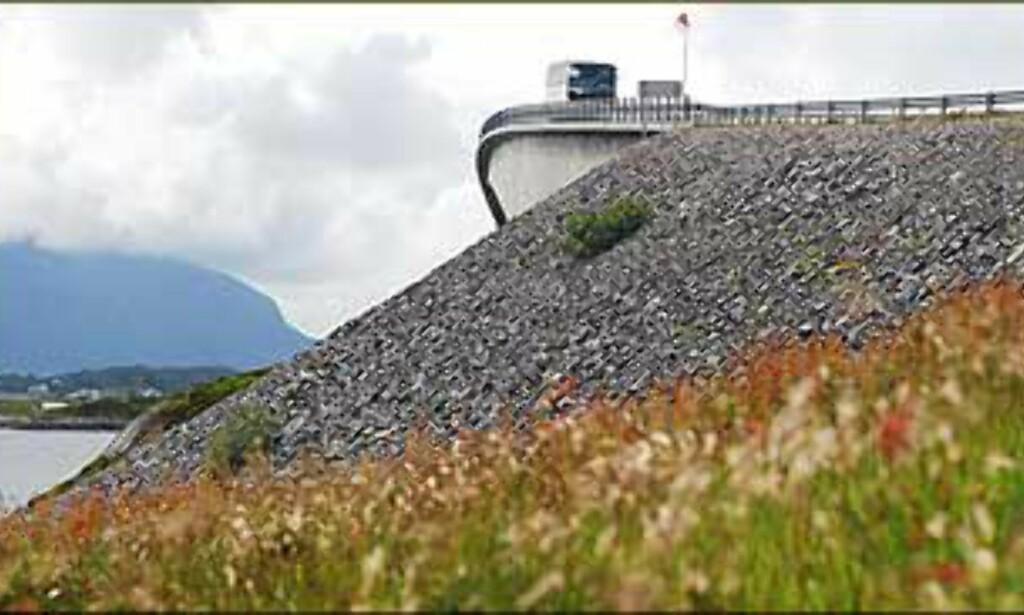 Storseisundet bru er den største langs Atlanterhavsveien. Foto: Karoline Brubæk