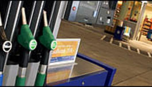 <strong>Nederland eller Nedre Eiker - hva koster bensinen? <i>Foto:</strong> Per Ervland.</i>
