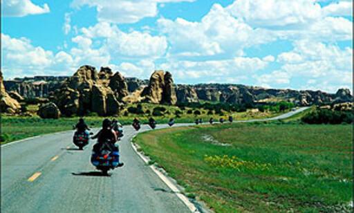 INDIANERBESØK: På vei til himmels! Vi kjører opp til Sky City ved verdens indianerhovedstad Gallup, der indianere har holdt til i hundrevis av år.  Foto: www.route66usa.info
