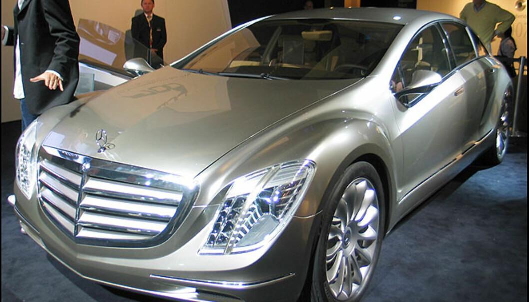 Mercedes F700 kombinerer diesel og bensin i en fremtidsvisjon av en luksusbil