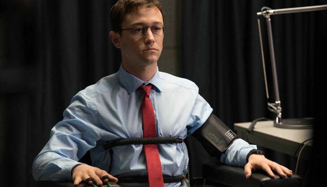 <strong>TERNINGKAST TRE:</strong> «Snowden» skjemmes av at Joseph Gordon-Levitts innsats i hovedrollen framstår som en imitasjon, skriver Dagbladets anmelder.