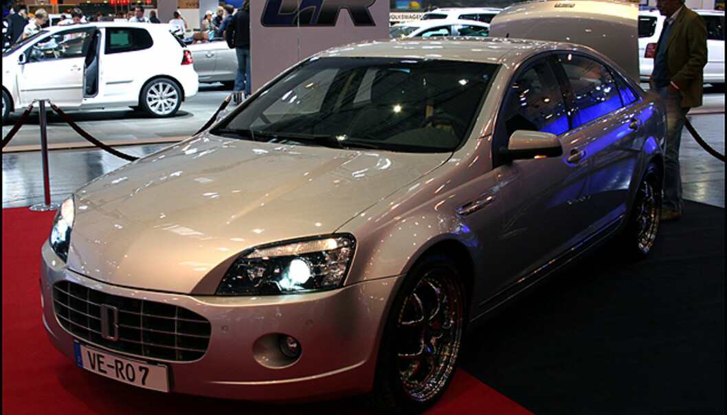 Erich Bitter gir seg ikke. Den lille tyske bilprodusenten viste frem sin siste modell, Vero, designet i samarbeid med GM-designeren Georg Gallion og selvsagt med V8-motor...