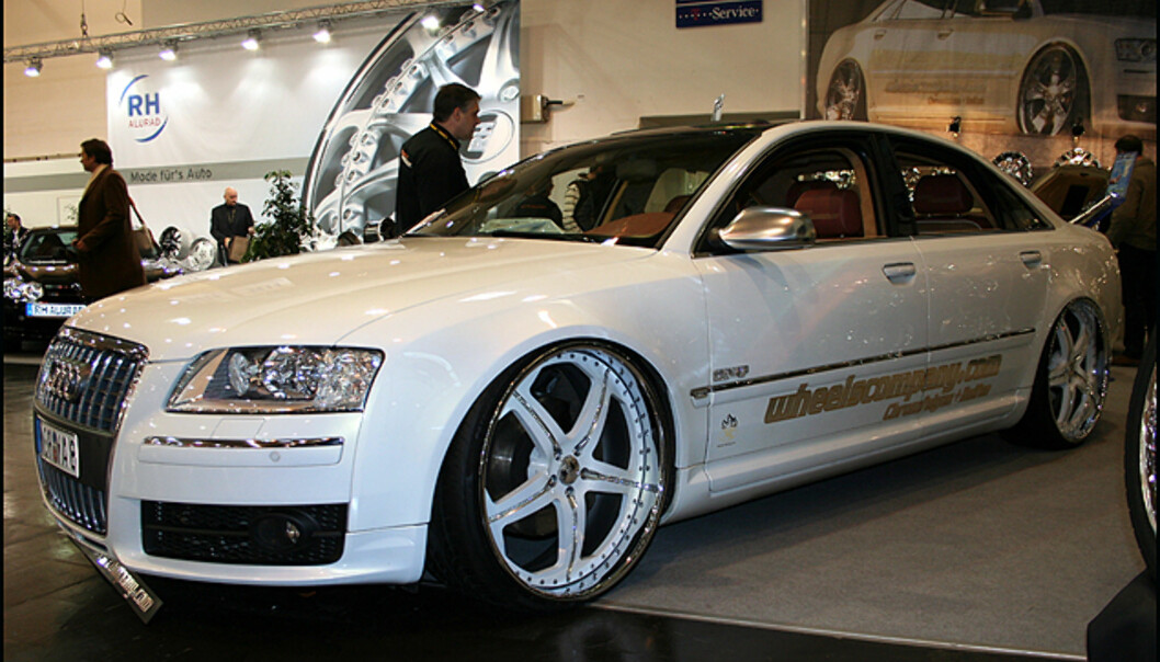 En Audi A8 med gedigne hjul