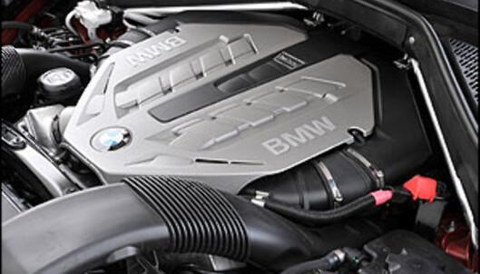 Helt ny V8 turbo. Den yter 407 hestekrefter og 600 newtonmeter. Den trekker som en okse og låter som en drøm.