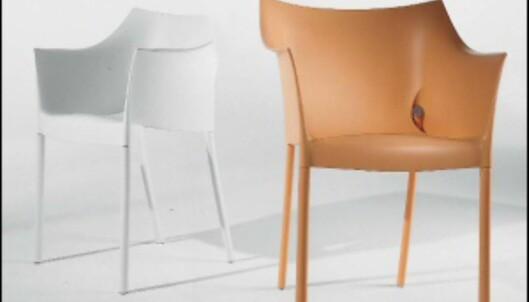 Glem kjedelige hvite eller mørkegrønne plastikkstoler. Dr No-stolene av Philippe Starck for Kartell fås i en rekke sukkertøysfarger. 1.452 kroner hos Euklides. <i>Foto: Produsenten</i><br /> <br />