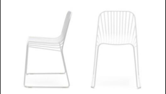 Spline-stolene av Norway Says for Offecct er best å sitte på med trekk, men absolutt penest uten. <i>Foto: Norway Says</i> Foto: Norway Says