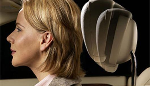 Mercedes-Benz har satset på pro-aktive hodestøtter, noe som betyr at hodestøtten flyttes lynraskt opp og frem automatisk når kollisjonssensorer oppdager påkjørsel bakfra (NECK-PRO).
