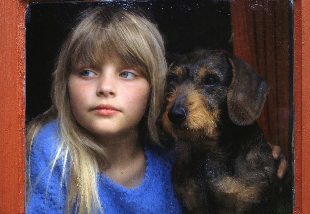 """VIKTIG: Enten barnet har hund selv eller ei, er det viktig at det vet hvilke """"regler"""" som gjelder når en treffer på hunder, enten det er på tur, på besøk eller i eget hjem.  Foto: NPX/Scanpix"""
