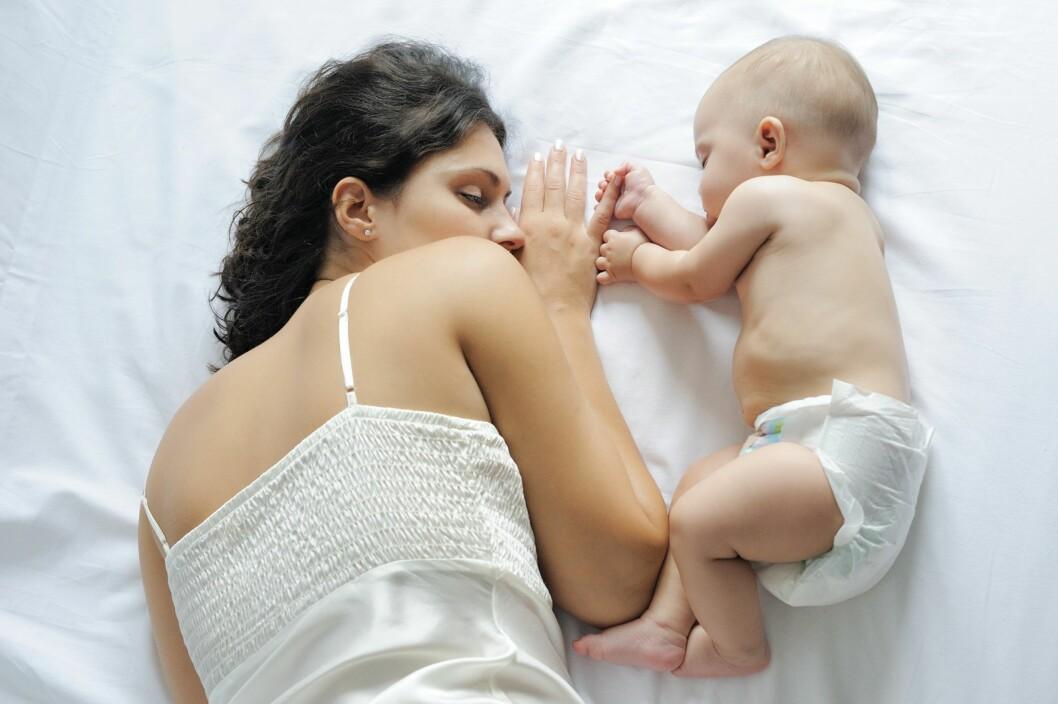 <b>SLITEN MOR:</b> - Man kan ha det fint noen timer eller uker etterpå fordi hormonene gjør kvinnene høy, men de fleste kvinner vil uavhengig av lengde eller av fødselforløp være utmattet og trøtt på grunn av opplevelsen og den nye virkeligheten i tiden etter, sier jordmor. Foto: NTB scanpix