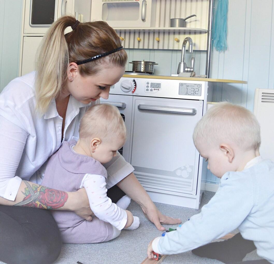MAMMA TIL TO TETTE: Charlotte har to barn med 16 måneders mellomrom. Foto: Privat