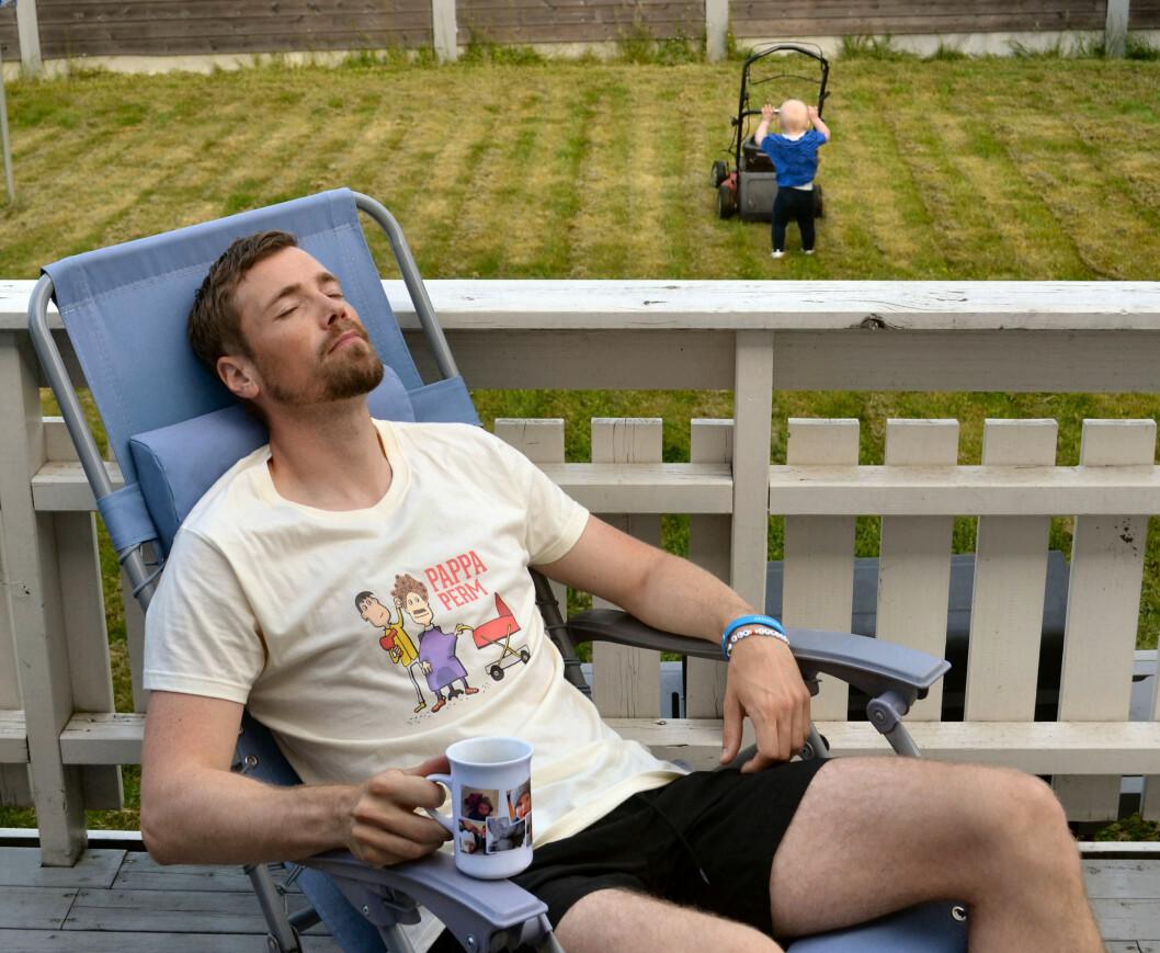 LAID-BACK: Dette er beviset på hvor avslappende det er å være pappa i permisjon... Foto: Privat