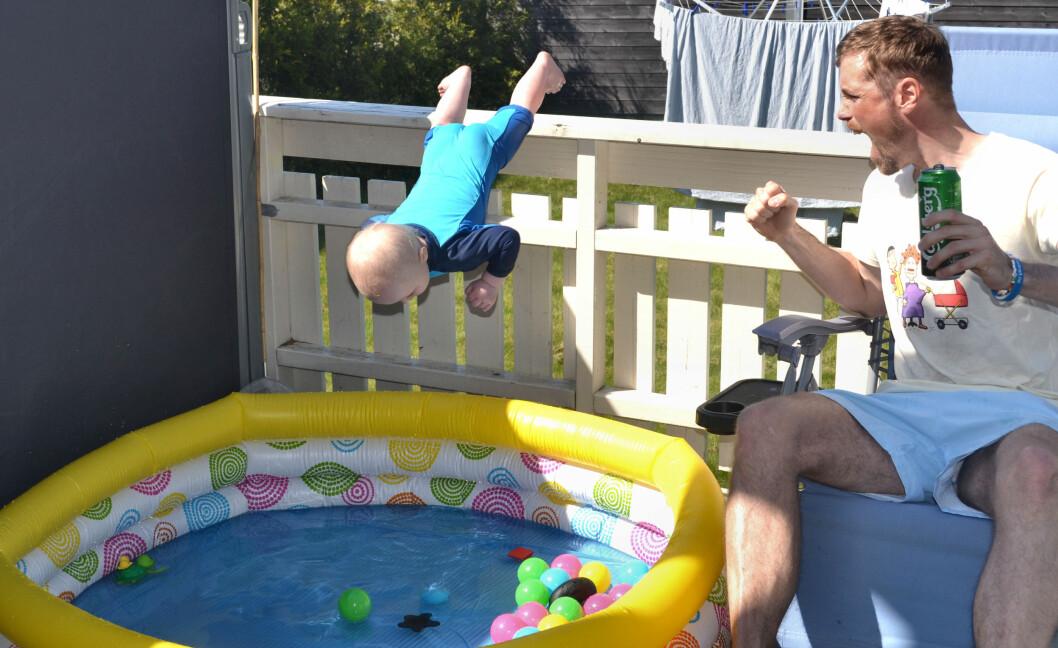 <b>HELSPRØ FOTO FRA LIVET I PAPPAPERMISJON:</b> Hvis du lurer på hvordan livet for fedre i pappapermisjon egentlig er, vil du fortsatt lure etter å ha sett disse bildene! Foto: Privat