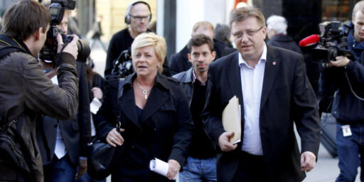 image: En av tre Frp-velgere mener Geir Mo bør gå av