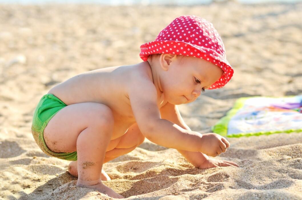 <strong>BADEBUKSEN PÅ:</strong> – Jeg mener ikke at barna mine må ha på seg en UV-drakt som går fra knærne og opp til halsen, men en badedrakt eller badetruse er aldri feil, sier Ida Eline. Foto: NTB Scanpix