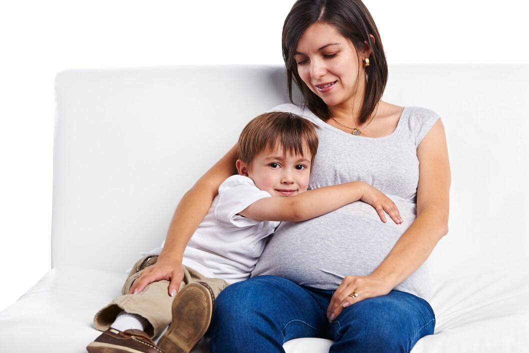 GRAVIDMAGE: Mange kvinner opplever at magen blir synlig tidligere med baby nummer to. Foto: NTB Scanpix