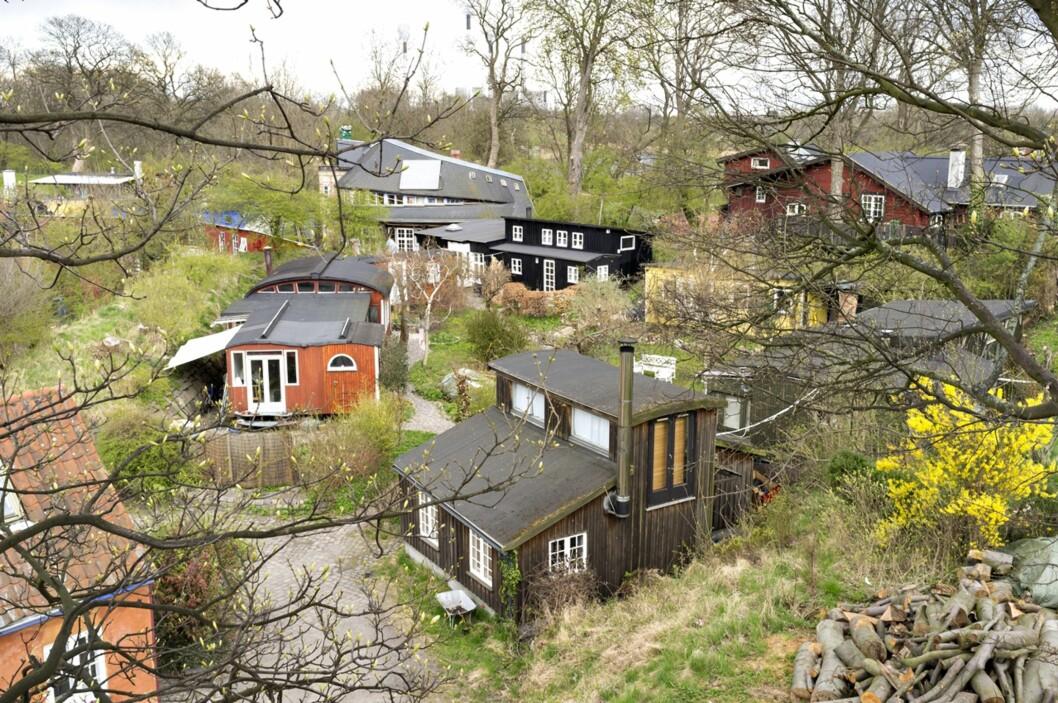 FRISTADEN I KØBENHAVN: Christiania er bygd på hippiekulturen og beboerne er kjent for sitt liberale forhold til cannabis.  Foto: NTB Scanpix
