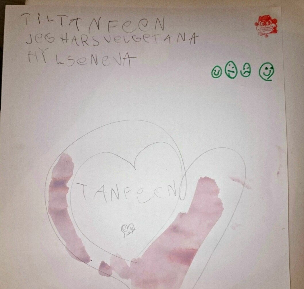 SKREV BREV TIL TANNFEEN: Eva (6) svelget tannen sin, men løste problemet ved å skrive brev til tannfeen. Foto: Privat