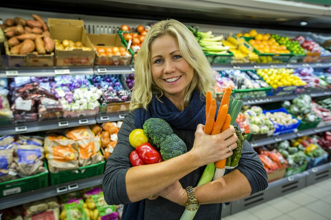 SUNN OG BILLIG MAT: - Du kan handle billig mat uten å gå på kompromiss med kvalitet og sunne råvarer, mener ernæringsfysiolog Tine Sundfør Foto: Kiwi