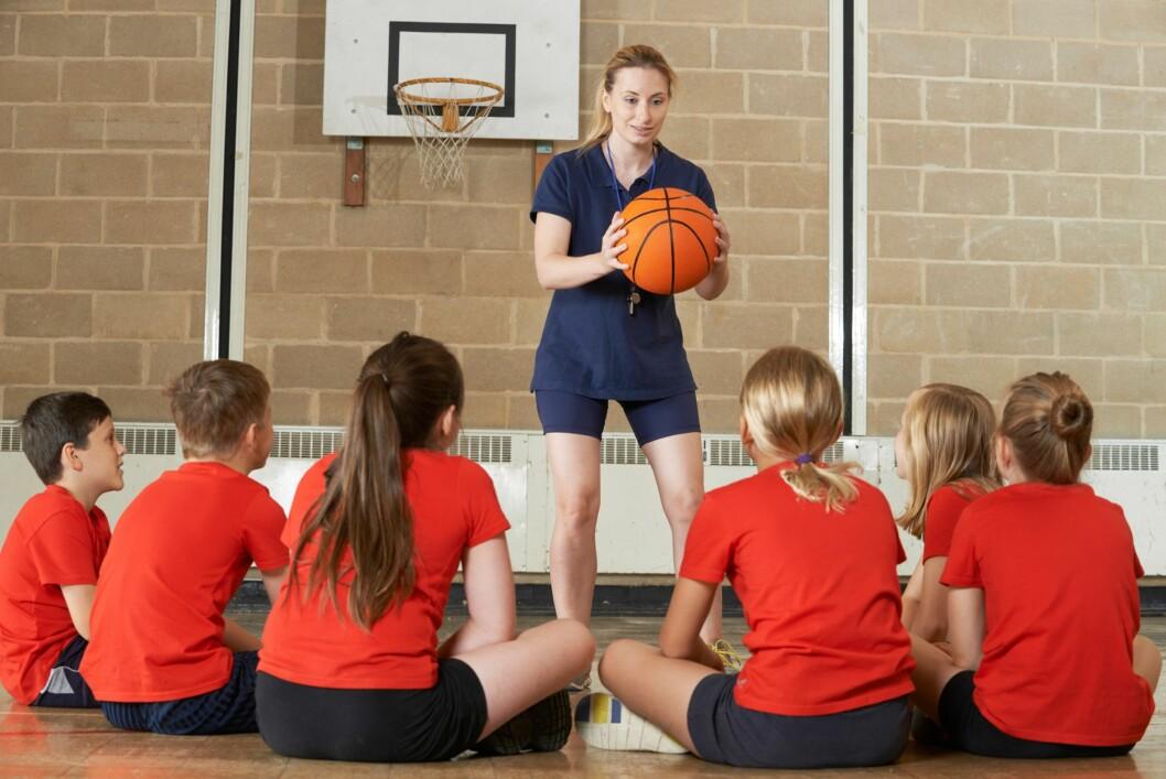 SUNN HOLDNING: Det er viktig er hvordan foreldrene, andre voksne og treneren responderer tilbake. Skuffelsen blir forsterket hvis voksne sier det var en dårlig presentasjon og kun fokuserer på at resultatet var dårlig. Derimot hvis voksenpersonen ser på det positive ved prestasjonen, kan holdningen endres og barnet kan lære noe til neste gang. Foto: NTB/ Scanpix
