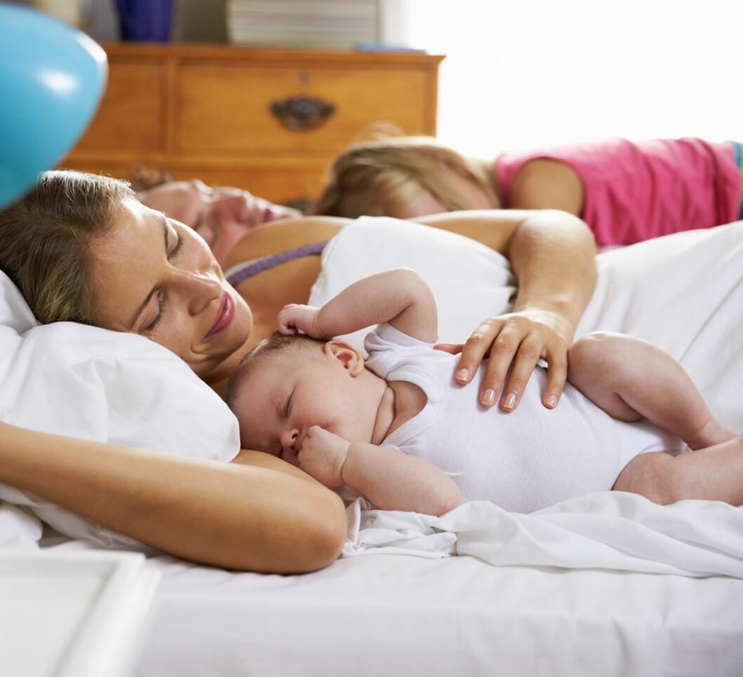 GREIT Å SENKE AMBISJONENE TIL SEXLIVET: Ordet «sengekos» får en helt ny betydning etter at man har fått barn… Foto: NTB Scanpix