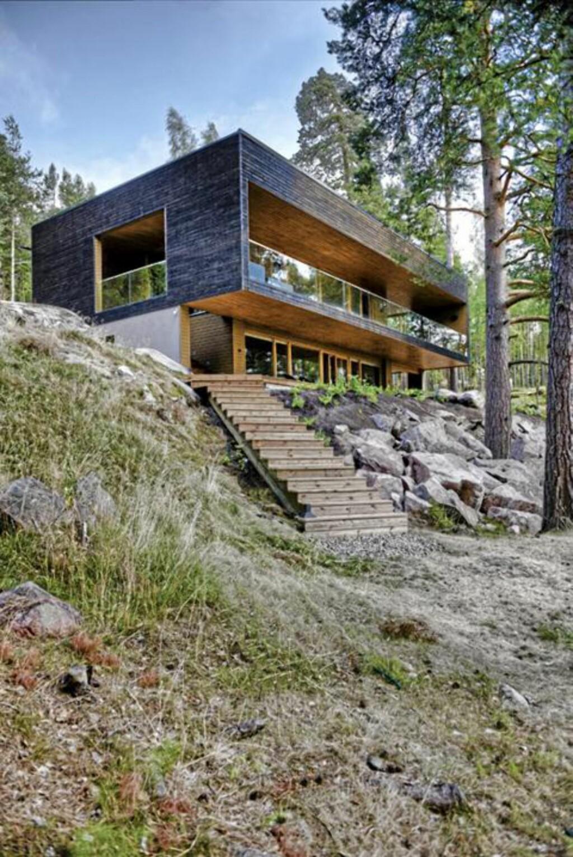 ET STED FOR DRØMMER:  Fra den innebygde verandaen er det panoramautsikt og sjøen.  FOTO: Timo Laaksonen