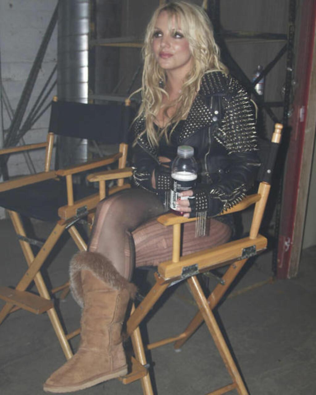 STJERNA SJØL: Britney Spears la ut dette bildet av seg selv på Twitter under innspillingen. Foto: Privat