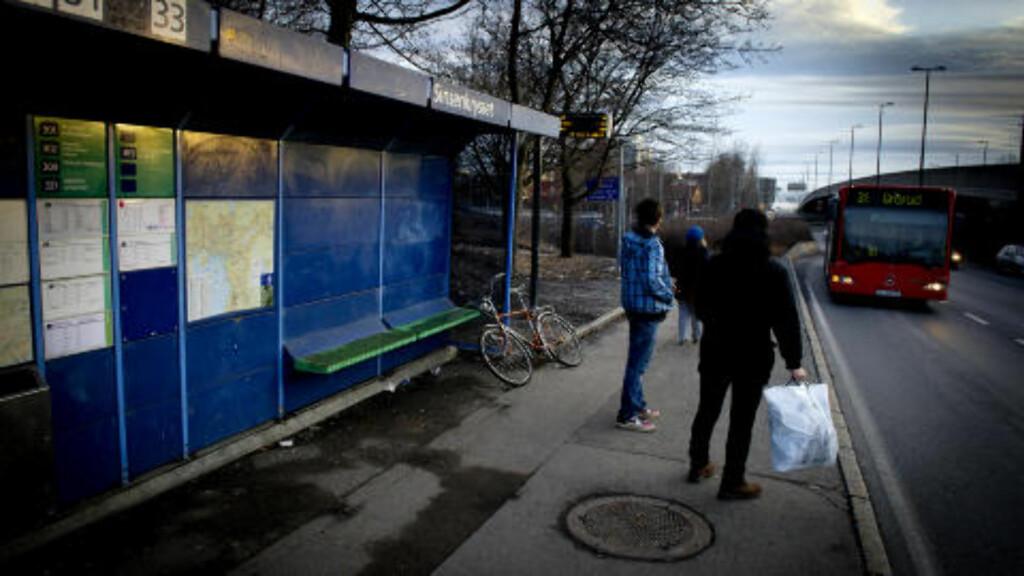 VOLDTEKT:  Natt til tirsdag ble ytterligere en kvinne voldtatt etter at hun gikk av bussen på Sinsen bussholdepass. En medpassasjer fulgte etter henne og angrep henne bakfra. Foto: Øistein Norum Monsen/DAGBLADET.