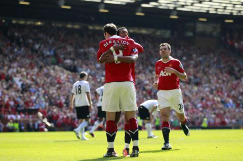 VIKTIGE FOR UNITEDS SUKSESS: Nani og Dimitar Berbatov. Foto:  (AP Photo/Jon Super)