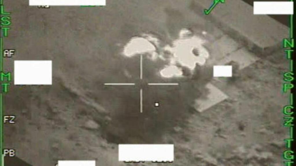 BOMBET RADAR: Ovenfor ser du to bilder som viser bombingen av et radaranlegg i Libya. Foto: Forsvaret.