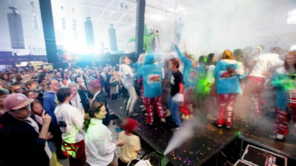 PARTY:  Det var full fest i Telenor Arena tirsdag kveld da bærumsrussen kåret årets russebuss. Foto: Stian Lysberg Solum / SCANPIX