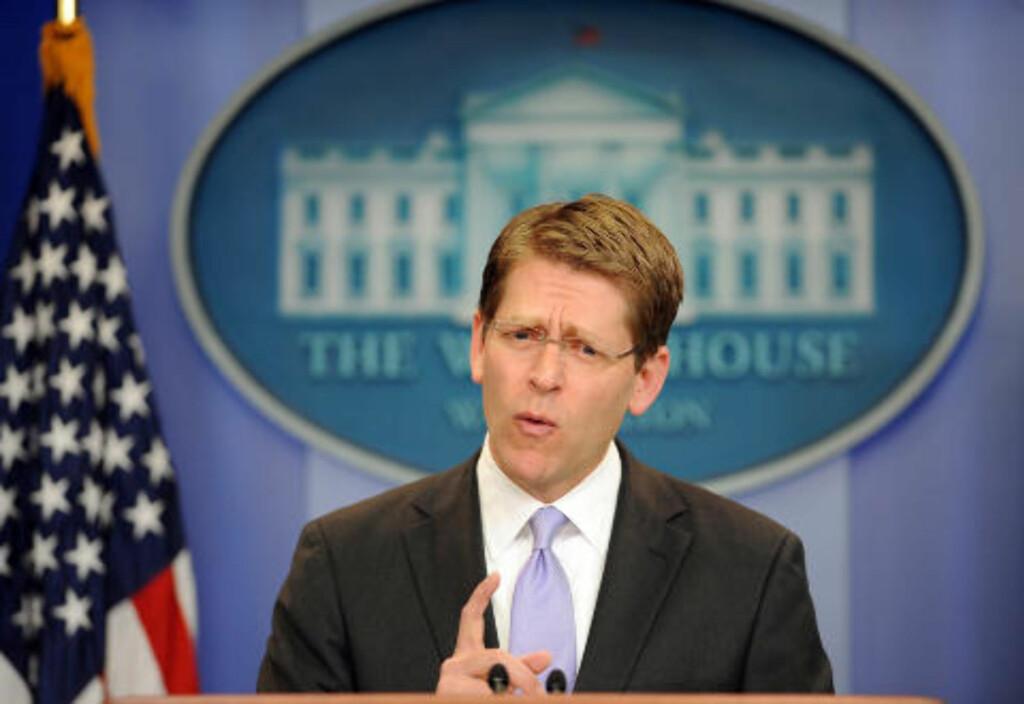 SVARER: Pressesekretær i Det hvite hus, Jay Carney besvarer spørsmål på det amerikanske angrepet og drapet på al-Qaida leder Osama Bin Laden, under en pressebriefing i Det hvite hus i Washington nå ikveld. Foto: Jewel Samad /AFP / Scanpix