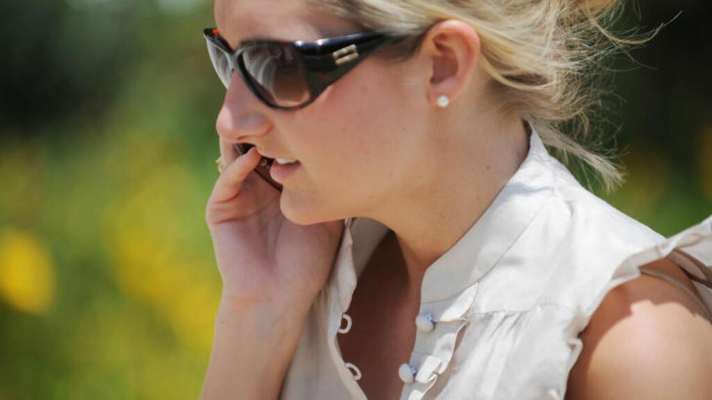 KAN GI KREFT: Bruk av mobiltelefoner og annen trådløs kommunikasjon kan være kreftfremkallende, ifølge forskning fra Verdens helseorganisasjon (WHO). Foto: SCANPIX