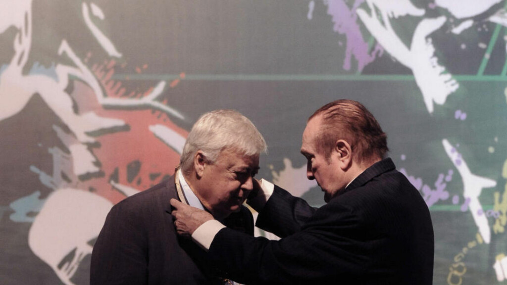 TRUSTED: CONMEBOL president Nicolas Leoz (R) decorating Brazilian Football Confederation president Ricardo Terra Teixeira during the 62 Congress of the CONMEBOL on May 1, 2011 in Luque, Paraguay.  The two are both members of FIFA's Executive Committee. Photo: AFP PHOTO/Norberto DUARTE/Scanpix