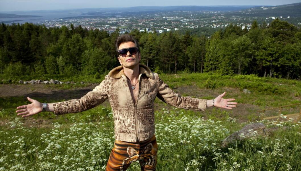 <strong>VELKOMMEN:</strong> Jens Pikenes lover at hans ånd og erotikk skal sveve over byen når han og Penthouse Playboys inviterer til «Allsang på Grefsen» fredag 17. juni. Foto: Anders Grønneberg