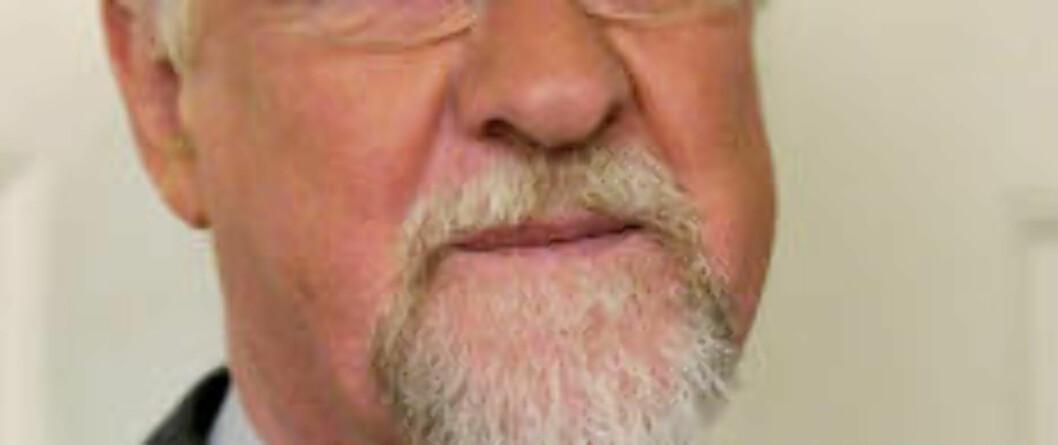 Oslo  20101124. Oslo-biskop Ole Christian Kvarme vel hjemme i prestegården på Blindern onsdag kveld, etter en lang dag hvor blant annet Einar Gelius kunngjorde å ha sagt opp sin stilling som sogneprest i Vålerenga menighet. Foto: Aleksander Andersen / Scanpix .