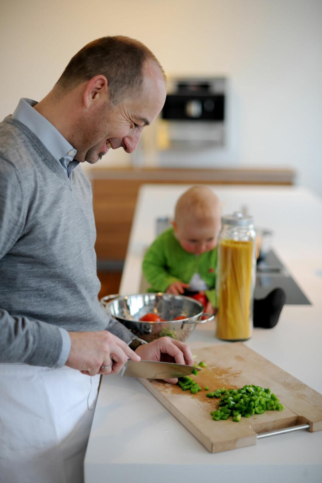 <strong>KOS:</strong> Det er viktig at barnet tidlig lærer å forbinde mat med hygge.  Foto: NTB scanpix