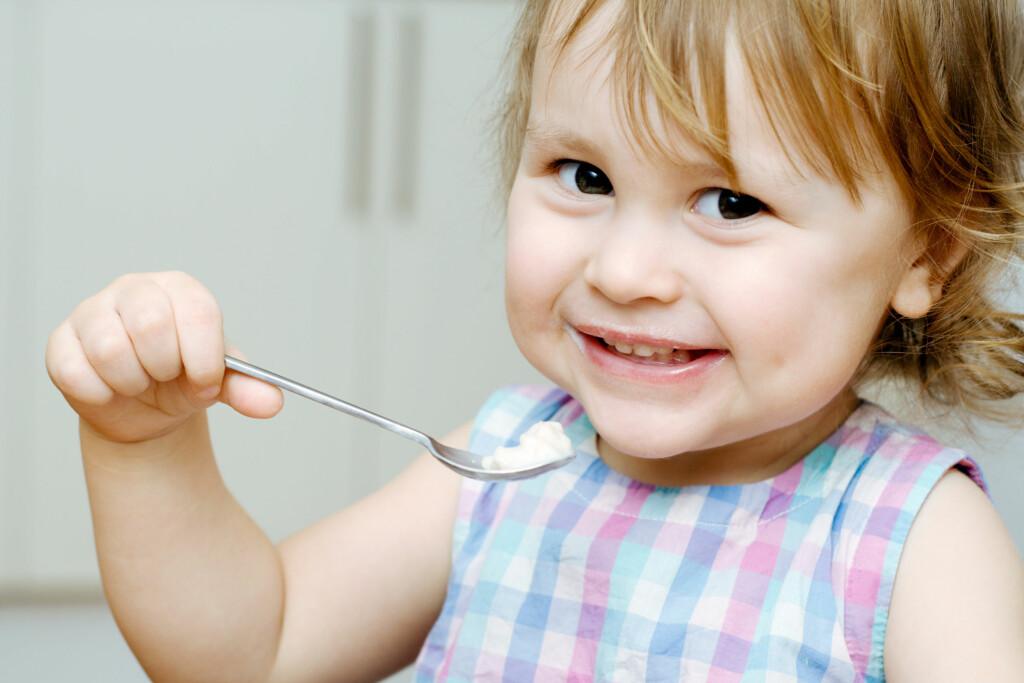 ae896fee KLARE SELV: Nå bør barna få lov å prøve å spise selv - det gir