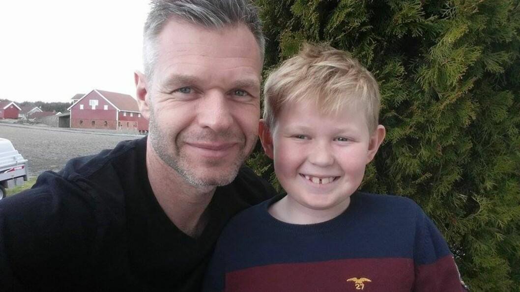FAR OG SØNN: Pappa Truls-Petter fortalte hvordan livet har vært for familien etter at sønnen ble en hit på Facebook.  Foto: Privat