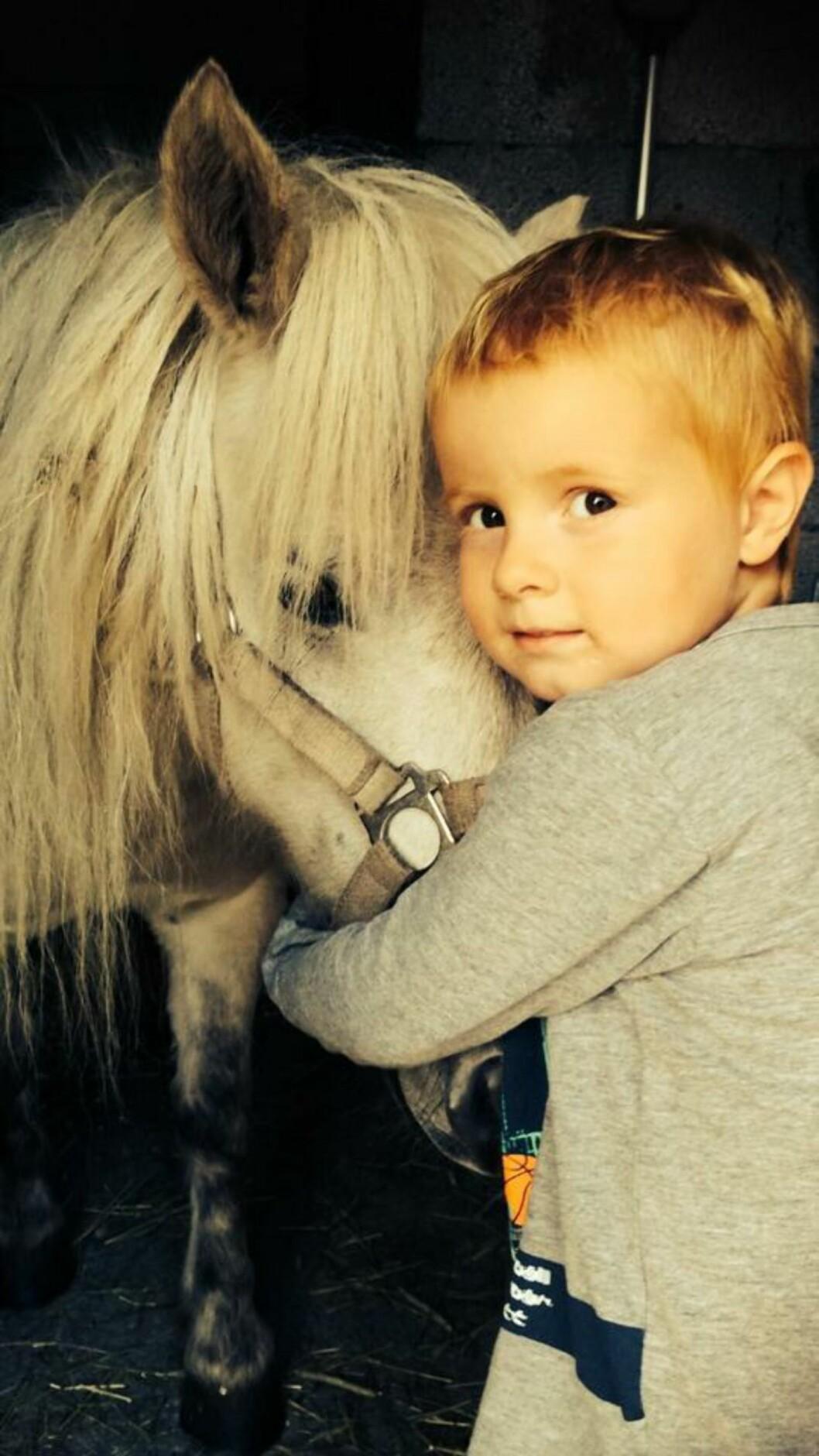 <strong>ELDSTEMANN:</strong> Noah-Nathaniel (4) ble født da June-Maria var 18 år.   Foto: Privat