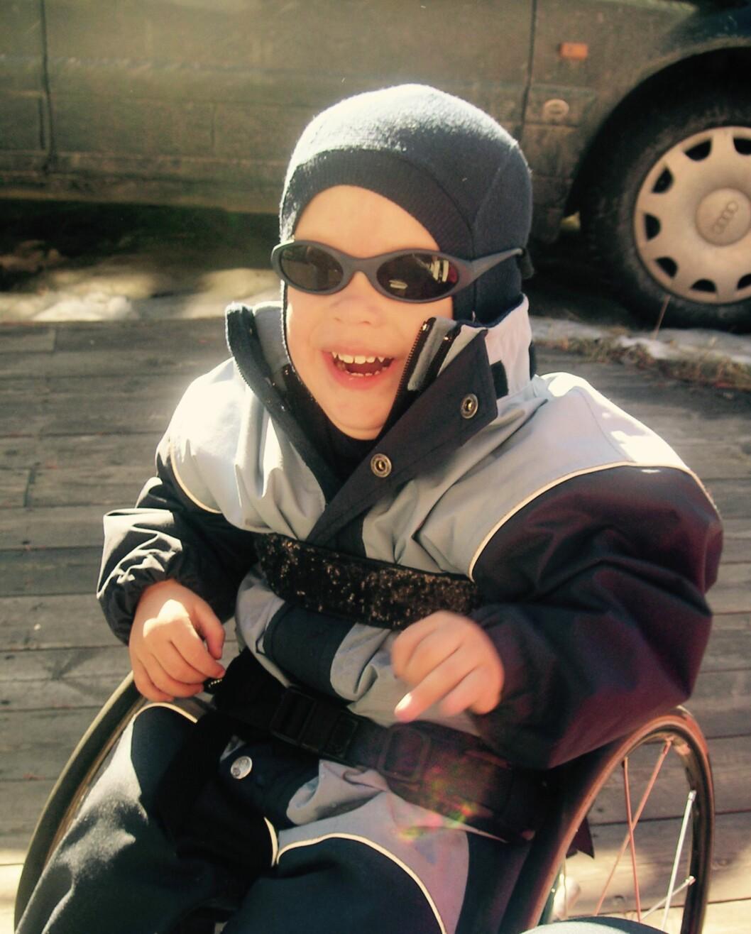 FULL FART: Henrik fikk sin første rullestol som ettåring. Foto: Privat