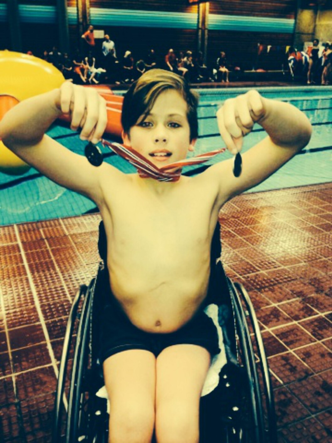AKTIV SVØMMER: Henrik svømmer både rygg, crawl og sculling. Foto: Privat