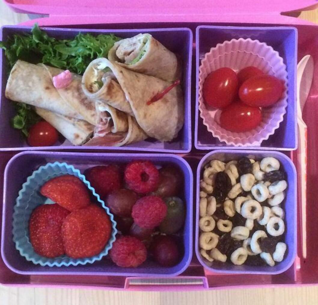 MATPAKKE UTEN BRØD: Nina sender gjerne med smurte speltlomper i stedet for brød i matpakkene til barna. Foto: Privat