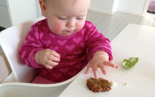 Lerke spiste selv fra 5 måneder: Karbonade og kålblad - ikke det vi vanligvis tenker på som babymat?