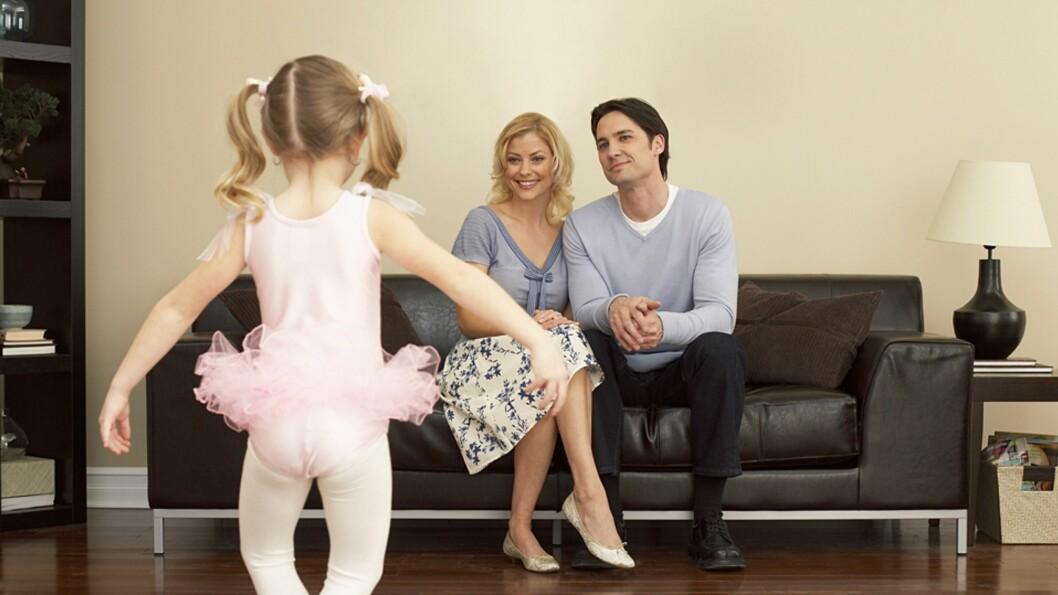 <b>TIL GLEDE FOR FORELDRENE:</b> Men betyr lykkelige foreldre alltid lykkelige barn? Foto: NTB Scanpix