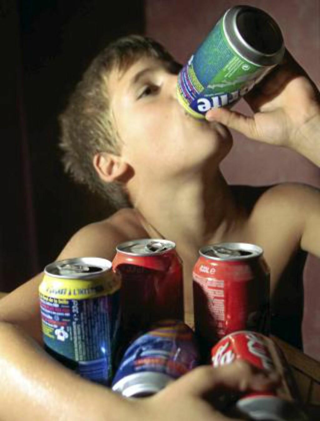 AVHENGIGE BARN: Også barn blir avhengige av brus. Illustrasjonsfoto: www.colourbox.com