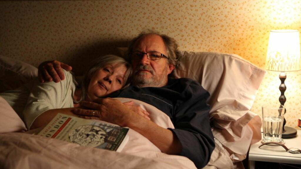 TILSAMMANS: Gerri (Ruth Sheen) og Tom (Jim Broadbent) er det lykkelige paret i en ulykkelig krets i den eminente «Another Year».