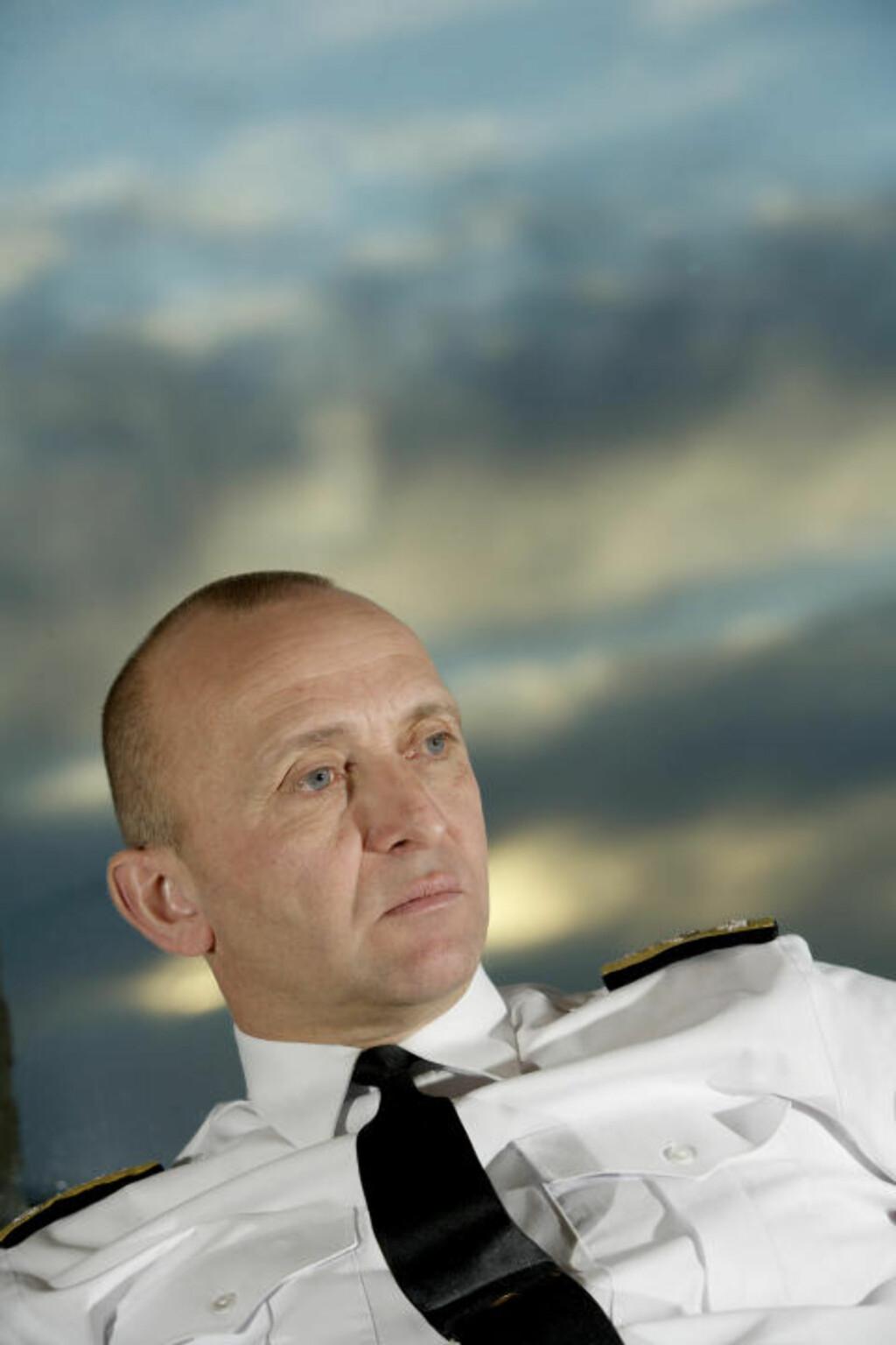 VURDERER STANS: Stabssjefen i Forsvaret, viseadmiral Jan Erik Finseth, vurderer nå stans i bruken av blyfriammunisjon, og gjeninnføring av kuler med bly. Foto: Forsvaret'