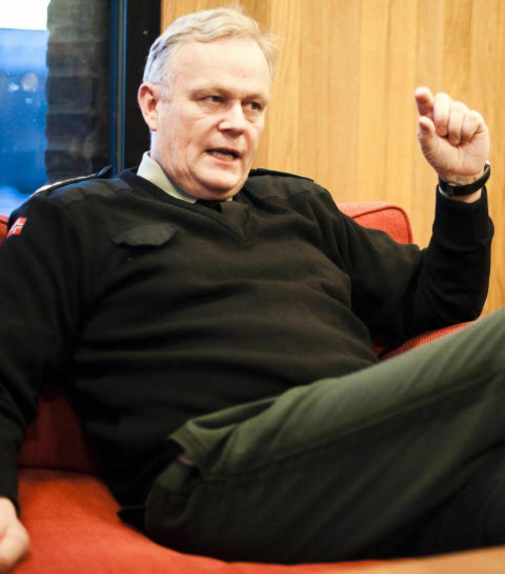 RAPPORTERING: Forsvarssjef Harald Sunde har hatt flere møter med hovedverneombudet i Forsvaret den siste tiden. Nå skal all skyting med blyfri ammunisjon registreres ned til minste detalj for å kartlegge omfanget av helseplager. Foto: Håkon Eikesdal